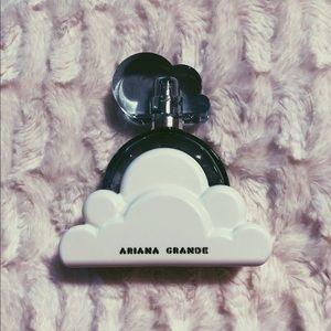 Ariana Grande Cloud Fragrance